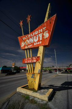 Retro sign photo daylight donuts tulsa by timlabart Old Neon Signs, Vintage Neon Signs, Old Signs, Advertising Signs, Vintage Advertisements, Bagdad Cafe, Retro Signage, Posters Vintage, Googie