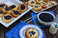 Celebration Treats 4U: Mustikka- ja Mascarpone-rahka-mustikkapullat Cinnamon Rolls, Donuts, Celebration, Muffin, Treats, Breakfast, Food, Mascarpone, Frost Donuts