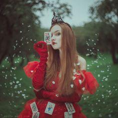nhiếp ảnh gia người Ukraine này mang đến những câu chuyện cuộc sống với chân dung huyền diệu của phụ nữ với động vật 12