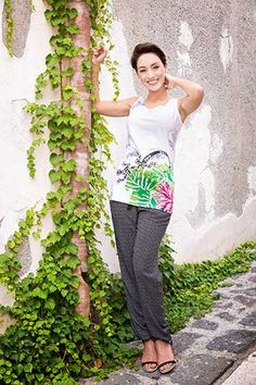 top mae, Coton Du Monde Collection Printemps/Eté 2016 Capri Pants, Fashion, Colorblock Dress, Spring Summer 2016, Moda, Capri Trousers, Fashion Styles, Fashion Illustrations