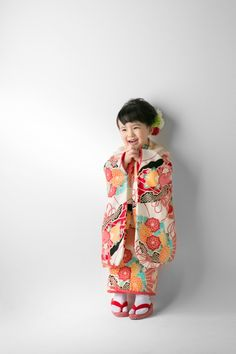 Japanese Pagoda, Japanese Kimono, Japanese Girl, Geisha Japan, Japanese Festival, Kids Outfits, Cute Outfits, Kimono Japan, Kids Cuts