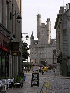 Google Image Result for http://www.undiscoveredscotland.co.uk/aberdeen/aberdeen/images/castlegate.jpg