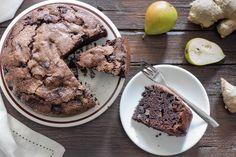LaTorta morbida con pere cioccolato e zenzero è un dolce semplicissimo e gustoso. Una torta davvero confortevole perfetta per l'autunno con una tazza di tè