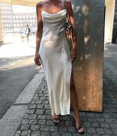 White satin dress with side slit. White satin dress with side slit. White Satin Dress, Satin Dresses, Formal Dresses, Gowns, Gold Dress, Girl Fashion, Fashion Looks, Fashion Outfits, Womens Fashion