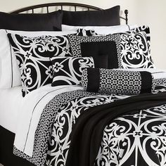 i think I finally found the bedding for neylas room.  small pic doesn't do it justice, but I think it would look good w/ her name monogramed in hot pink and/or teal blue.