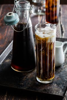 Cold Brew Coffee Cocktail - Fill a glass with ice. Add coffee, vodka and cream… Coffee Cafe, V60 Coffee, Iced Coffee, Coffee Shop, Coffee Vodka, Coffee Lovers, Coffee Cream, Espresso Coffee, Coffee Cocktails