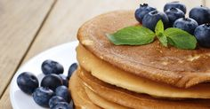 Vegan Hotcakes recipe--serve Morningstar breakfast patties or vegan bacon alongside with coffee or tea and orange juice for a traditional weekend breakfast. Vegan Foods, Vegan Desserts, Vegan Recipes, Dessert Recipes, Breakfast And Brunch, Breakfast Ideas, Vegan Pancakes, Pancakes And Waffles, Tortillas Veganas