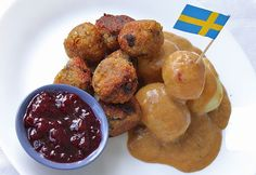 Swedish meatless meatballs – with vegan creamy sauce made of Oatly oat cream Egg Free Recipes, Healthy Recipes, Meatless Meatballs, Creamy Sauce, Pretzel Bites, Free Food, Main Dishes, Bread, Vegan