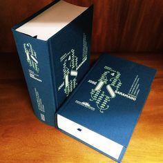 """O quarto volume das Obras Completas de José Saramago já está disponível na @livraria_cultura! Esta edição inclui os livros """"O ano da morte de Ricardo Reis"""" """"As intermitências da morte"""" """"Viagem a Portugal"""" e """"Claraboia"""".  #josesaramago by companhiadasletras"""
