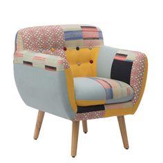 Poltrona in legno di eucalipto e tessuto poliestere colorato stile patchwork.