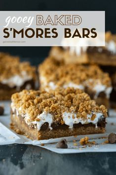 This crowd-pleasing Gooey Baked S'mores Bars Recipe is packed full of your favorite s'mores flavors and can be made in advance - perfect for potlucks and backyard BBQs! Desserts Gooey Baked S'mores Bars Recipe - Garnish with Lemon Potluck Desserts, Easy Desserts, Delicious Desserts, Campfire Desserts, Smores Bar Recipe, Smores Dessert, Dessert Bars, Dessert Food, Brownie Recipes