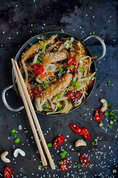 Chicken Teriyaki with Noodles Recipe (use rice noodles/gf teriyaki to make the dish gluten-free) Asian Noodle Recipes, Easy Chinese Recipes, Asian Recipes, Healthy Recipes, Ethnic Recipes, Bar Restaurant Design, Restaurant Recipes, Architecture Restaurant, 30 Min Meals