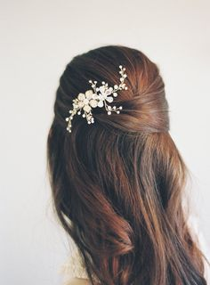 Need a little something to go in your stunning bridal hair? Meet our retro flower power brought to modern-day sensibility. Our lovely Swarovski Wedding Hair Pins, Wedding Hair Down, Wedding Veils, Boho Wedding, Wedding Shoes, Wedding Dresses, Down Hairstyles, Wedding Hairstyles, Rose Gold Hair