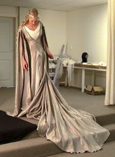 Galadriel from Hobbit --> This dress!