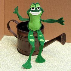 Disney Princess & the Frog Crafts and Recipes | Disney | Disney Family.com#Felt Froggy Prince Naveen;1