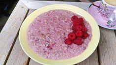 Využi sezónu malín a priprav si tieto fantastické raňajky. Malinová ovsená kaša úplne bez mlieka je skvelá voľba aj pre vegána.