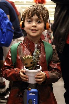 This cosplay kid is a perfect pint-sized version of Guardians of the Galaxy 's Peter Quill. | HI FUTURE OFFSPRING OF MINE!