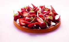 Tarte à la rhubarbe, fraises et amandes par Claire Heitzler