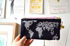 nos petits doigts pochette carte du monde point de croix