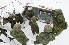 Batallion, Royal Régiment in a briefing during Exercise RAFALE BLANCHE held in the training areas of Base Valcartier in Courcelette (QC) on January Force Pictures, Army Training, Canadian Army, Mardi, Modern Warfare, Armed Forces, Soldiers, January, Canada