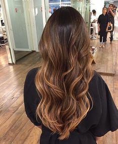 como fazer ombre hair na touca Como Fazer Ombre Hair, Cabelo Ombre Hair, Ombre Curly Hair, Ombre Hair Color, Brown Hair Colors, Wavy Hair, Dyed Hair, Curly Hair Styles, Brown Hair Balayage