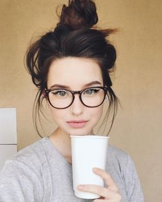 Glasses girl face eyewear for 2019 Cute Glasses, New Glasses, Girls With Glasses, Makeup For Glasses, Glasses For Round Faces, Girl Glasses, Womens Glasses Frames, Black Frame Glasses, Black Frames