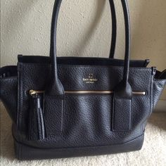 """Kate Spade Southport Avenue Oden bag **Just in time for Christmas!** This is a gently used Kate Spade bag that is in the PERFECT condition to be a great gift for Christmas without having to pay retail price for it! Retails for $448! Amazon has it for $245. eBay has it for $220   About this item:  Pebble embossed cowhide with matching trim, 14-karat light gold plated hardware.   10.5''h x 13.5'' to 18''w x 5.5''d,  drop length: 8.3"""" Over the shoulder bag with zipper closure Double slide…"""