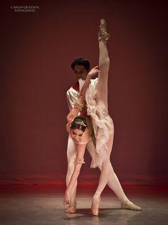 """Ana Elisa Mena and Argenis Montalvo, """"The Nutcracker"""" pdd, Compañía Nacional de Danza de México – National Dance Company of Mexico"""