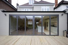 Rear extension with folding doors House Extension Design, Roof Extension, Glass Extension, Extension Google, Extension Ideas, Single Storey Extension, Glass Balcony, London House, House Extensions