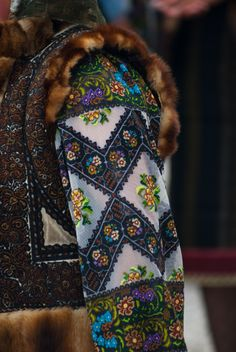 Traditional Romanian costume 41 Affordable Casual Style Ideas To Wear Asap – Traditional Romanian costume Source Folk Embroidery, Learn Embroidery, Embroidery Designs, Ethnic Fashion, Folk Fashion, Folk Costume, Ukraine, Dress To Impress, Traditional Dresses