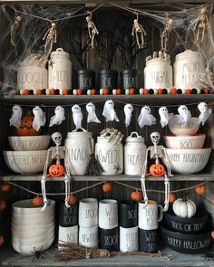 Cheap DIY Dollar Store Halloween Decoration ideas to spook your guests - Hike n Dip This Halloween spooke your guests with a scary and spooky Halloween decoration for your home. Try these Cheap DIY Dollar Store Halloween Decoration ideas. Spooky Halloween Decorations, Halloween Displays, Halloween Home Decor, Halloween House, Holidays Halloween, Halloween Crafts, Halloween 2019, Haunted Halloween, Halloween Decorations Apartment