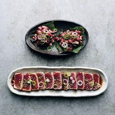 Quickly grilled sashimi of tuna or beef (tataki) - recipe - okoko recipes - Foods -You can find Sashimi and. Healthy Recepies, Raw Food Recipes, Asian Recipes, Cooking Recipes, Healthy Food, Bbq Ribs In Oven, Oven Cooked Ribs, Beef Tataki, Good Food