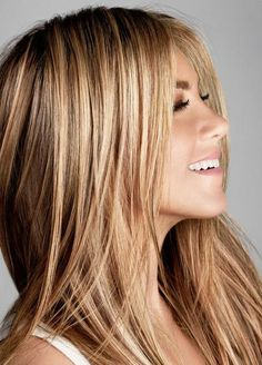Jennifer Aniston is a busy woman these days. Jennifer Aniston known for her movies her hit TV show 'Friends' and having the most famous ha. Hair Color And Cut, Haircut And Color, Hair Day, New Hair, Brown Blonde Hair, Dark Blonde, Carmel Blonde Hair Color, Carmel Blonde Highlights, Caramel Blonde