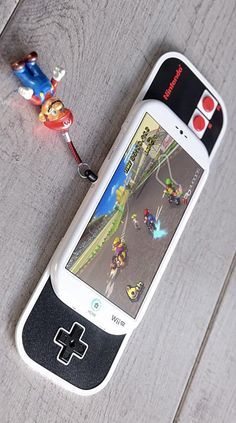 This phone concept looks like a smartphone but underneath is a hidden Nintendo controller