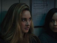 Tris notices, while Four and Eric are choosing their teams for Capture the Flag, that Four's team all has something in common (with few exceptions). Divergent Facts, Divergent Trilogy, Coachella Hair, Questions For Friends, Tris And Four, Capture The Flag, Shailene Woodley, Other People, Knowing You
