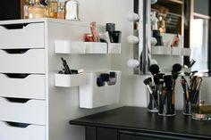 Mine nye makeuphylder fra IKEA – og hvordan man IKKE skal hænge dem op | Pudderdåserne
