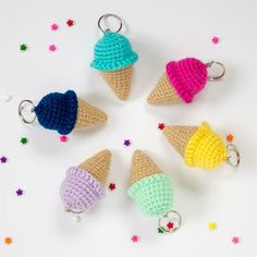 This free crochet ice cream cone pattern makes an adorable amigurumi keychain! These work up really quickly, perfect for scrap yarn! Plus a tutorial on how to add the keychain! Quick Crochet, Crochet For Boys, Cute Crochet, Boy Crochet Patterns, Amigurumi Patterns, Cat Amigurumi, Kandi Patterns, Crochet Gifts, Crochet Toys
