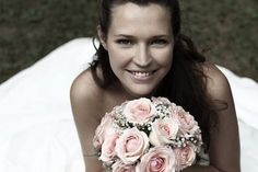http://www.matrimonio.it/cerca/fotografi_e_video/milano/fdmilano/271050/9079# bellissima foto con bouquet by fdMilano - Fotografi e video Bussero Milano