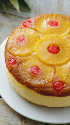 Recipe with video instructions: Pineapple Upside Down Cake is a firm family favourite. We've combined the classic with an awesome cheesecake! Food Cakes, Cupcake Cakes, Köstliche Desserts, Dessert Recipes, Healthy Desserts, Cheesecake Recipes, Cookie Recipes, Best Peanut Butter Cookies, Digestive Biscuits