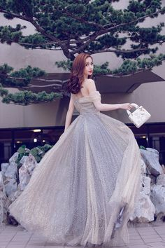 Angelababy in Christian Dior gown Grey Evening Dresses, Elegant Dresses, Pretty Dresses, Beautiful Dresses, Quinceanera Dresses, Prom Dresses, Formal Dresses, Wedding Dresses, Design Studio