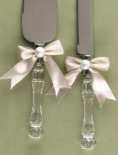 Broke Creative Bride: wedding cake knife and server
