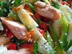 Тайский салат с курицей и огурцом