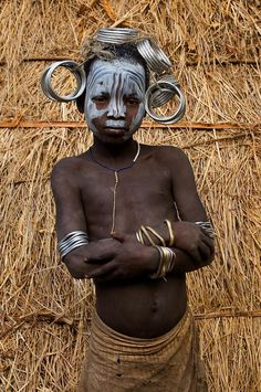 """indigenous-tribes: """"Horn of Africa (Ethiopia) : Mursi tribe """" We Are The World, People Around The World, Alison Wright, Arte Tribal, Tribal Paint, Mursi Tribe, Horn Of Africa, Indigenous Tribes, Tribal People"""