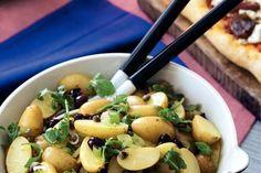Aardappelsalade met rucola en olijven Black Eyed Peas, Salad Recipes, Potato Salad, Potatoes, Meat, Chicken, Ethnic Recipes, Food, Buffet