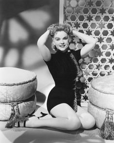 Anne Francis Classic Sci Fi Movies, Classic Movie Stars, Hollywood Pictures, Old Hollywood, Planet Movie, Robby The Robot, 50s Glamour, Jack Kelly, Anne Francis