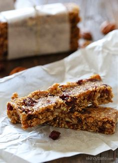 EASY chewy breakfast bars made with toasted oats, pecans, cranberries and almond butter. #eggfree #dairyfree #vegan
