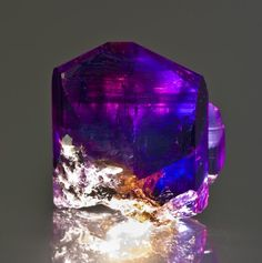 Tanzanite - clearly showing blue, violet and little flashes of burgundy !