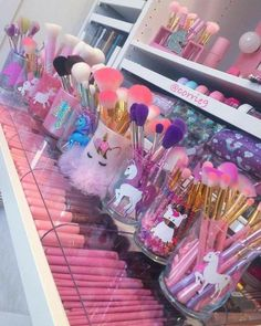 38 Trendy Makeup Brushes Holder Diy Craft Ideas Make Up Makeup Storage, Makeup Organization, Cute Makeup, Beauty Makeup, Beauty Nails, Hair Beauty, Unicorn Rooms, Unicorn Bedroom, Unicorn Makeup
