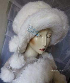 winter hat 3 pompoms wolf white faux-fur of par MatheHBcouture