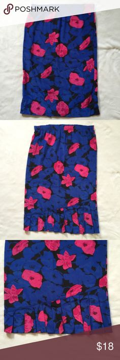 """Vintage Floral Pencil Skirt Vintage floral printed, high waisted knee-length skirt in a fitted style, with a pencil silhouette, and elastic waistband. Pleated detail on back bottom of skirt. Waist: 30"""" Hips: 38"""" Length: 28"""" Skirts Pencil"""